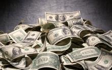 us-money-with-black-backdrop-1024x640